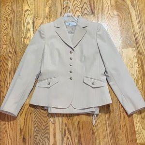 New Tahari Arthur S. Levine Cream Suit 8